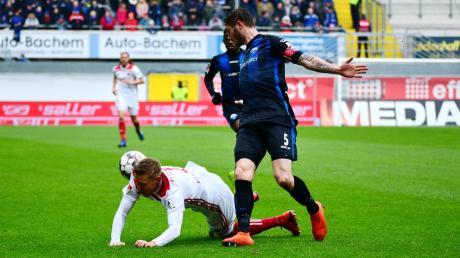 Kompletter Einbruch: Der FC Ingolstadt (Konstantin Kerschbaumer) musste sich beim SC Paderborn (Christian Strohdiek) mit 1:3 geschlagen geben.