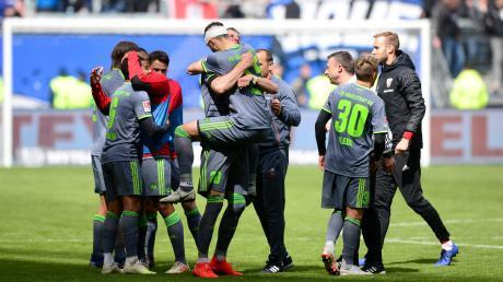 Der FC Ingolstadt jubelt über den 3:0-Sieg in Hamburg.