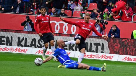 Paulo Otavio (links) und Sonny Kittel besiegten mit dem FC Ingolstadt den SV Darmstadt mit 3:0.