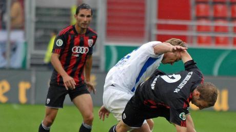 Lang, lang ist's her: Beim letzten DFB-Pokal-Heimspiel des FC Ingolstadt im Jahr 2010 gegen den Karlsruher SC erzielten Stefan Leitl (hinten) und Moritz Hartmann (vorne) die Tore zum 2:0-Sieg.