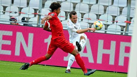 Erwies seiner Mannschaft einen Bärendienst: Peter Kurzweg (rechts) sah wegen einer Tätlichkeit kurz vor der Pause die Rote Karte. In Unterzahl verlor der FC Ingolstadt beim FC Bayern München II mit 1:2.