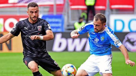 Stand beim enttäuschenden 1:1-Remis im Heimspiel gegen den Chemnitzer FC gleich doppelt im Blickpunkt: Ingolstadts Angreifer Fatih Kaya (links).