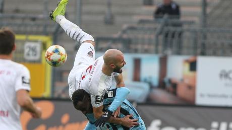 Lieferten sich einen harten Kampf: Am Ende erarbeitete sich der FC Ingolstadt mit Nico Antonitsch (oben) ein 0:0 bei Waldhof Mannheim (Kevin Koffi).