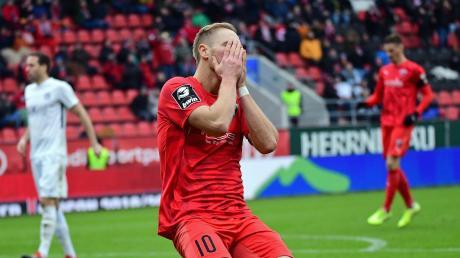 Das darf doch nicht wahr sein: Maximilian Beister hadert über eine vergebene Chance. Der FC Ingolstadt musste gegen den SV Meppen in der Nachspielzeit den 1:1-Ausgleich hinnehmen.