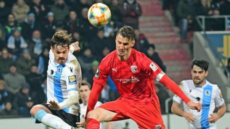 Eine Partie steht im Jahr 2019 für die Schanzer noch an: Stefan Kutschke, hier im Spiel gegen 1860 München, empfängt mit dem FC Ingolstadt Tabellenschlusslicht Carl-Zeiss Jena.