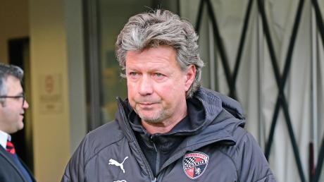 Möchte mit seinem Team am Sonntag in Würzburg einen weiteren (großen) Schritt in Richtung Zweitliga-Rückkehr machen: Ingolstadts Trainer Jeff Saibene.