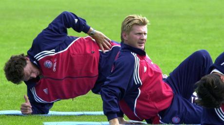Ein Bild aus vergangenen Tagen beim FC Bayern München: Der damalige Co-Trainer Michael Henke (links) und Stefan Effenberg (Mitte) während einer Trainingseinheit im Juli 2000.