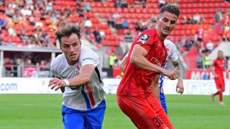 Der Kapitän in Aktion: Ob Stefan Kutschke (rechts) und seine Teamkollegen vom FC Ingolstadt in dieser Saison nochmals ins Geschehen eingreifen können, steht derzeit immer noch in den Sternen.
