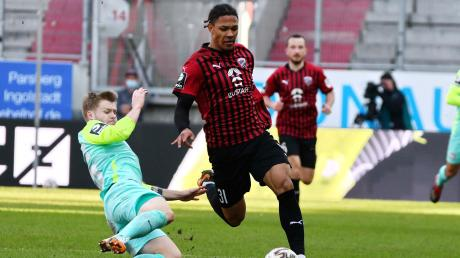 Kam spät ins Spiel und traf mit seinem zweiten Ballkontakt: Justin Butler (rechts) schoss gegen den 1. FC Kaiserslautern den 1:0-Siegtreffer für den FC Ingolstadt.