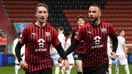Es läuft: Der FC Ingolstadt um Tobias Schröck (links) und Fatih Kaya hat sechs von sieben Rückrundenspielen gewonnen und befindet sich in der Spitzengruppe der 3. Liga.