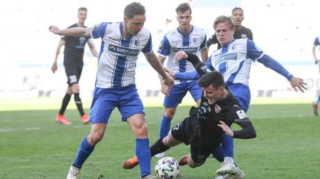 Auf verlorenem Posten: Thomas Keller (Mitte) und der FC Ingolstadt mussten sich am Ostersamstag in Magdeburg verdient mit 0:2 geschlagen geben.