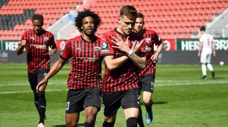 Freude beim FC Ingolstadt: Die Schanzer besiegten den FSV Zwickau mit 3:2 Hier freut sich Dennis Eckert Ayensa über den Siegtreffer.