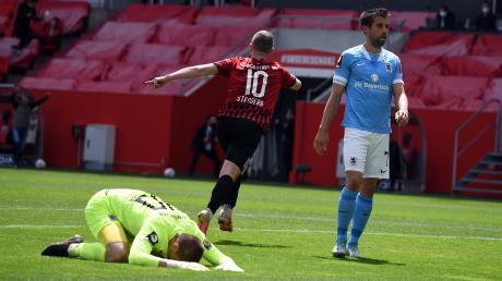 Jubel beim FCI: Marc Stendera trifft zum 2:0, die Löwen Tom Kretzschmar und Stefan Lex schauen bedröppelt.