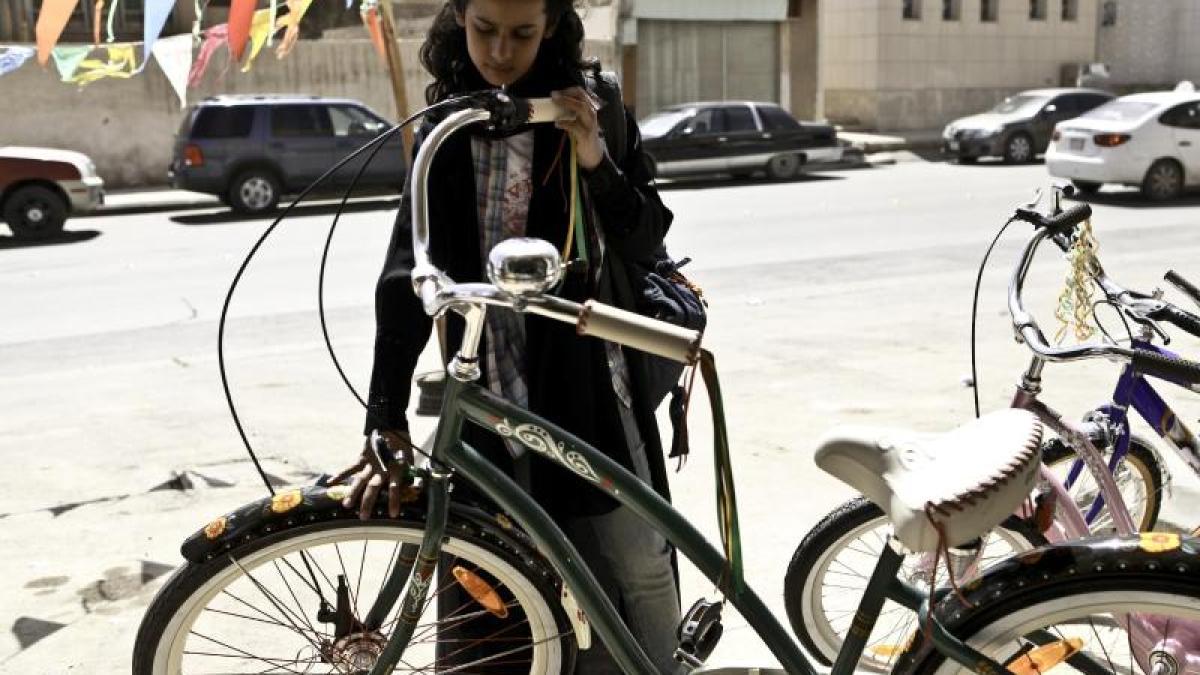 film das m dchen wadjda und sein traum vom fahrradfahren freizeit augsburg bayern. Black Bedroom Furniture Sets. Home Design Ideas