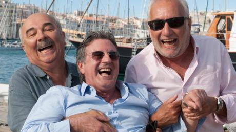 «Unter Freunden» mit Gerard Jugnot als Gilles (l-r), Daniel Auteuil als Richard und François Berleand als Philippe im Film . Foto: Weltkino