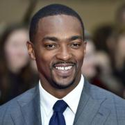 "Anthony Mackie spielt Sam Wilson in ""The Falcon and the Winter Soldier"". Start, Folgen, Handlung, Cast und Trailer - hier finden Sie alle Infos."