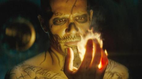 """""""Magnum P.I."""": Sendetermine, Übertragung, Schauspieler. Jay Hernández (hier in """"Suicide Squad"""") spielt die Hauptrolle - anstelle von Ur-Magnum Tom Selleck."""