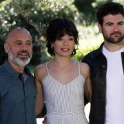 """""""Dein Zuhause gehört mir"""": Start, Handlung, Schauspieler, Trailer. Javier Gutiérrez (l), hier mit Anna Castillo und Pep Ambròs, spielt die Hauptrolle."""