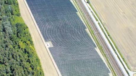 Südlich der geplanten Anlage liegt auf Kissinger Gemeindegebiet bereits eine kleinere Freiflächen-Solaranlage an der Bahn.