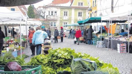 Auch wenn sich einige Stadtratsmitglieder für eine Rückverlegung in die Jungbräustraße ausgesprochen haben, bleibt der Friedberger Wochenmarkt doch auf dem Marienplatz.