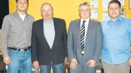 Leo Büchler (Zweiter von links) wurde als Vorsitzender wiedergewählt. Ihm stehen Vize Gerhard Straßer, Kassier Norbert Losinger und Schriftführer Norbert Mayr (von links) zur Seite.