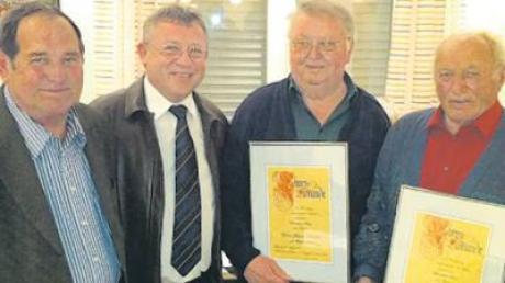Ehrenvorstand Hans Klaß, Vorstand Johann Weiß, die neuen Ehrenmitglieder Adolf Völk und Johann Danhofer (von links).
