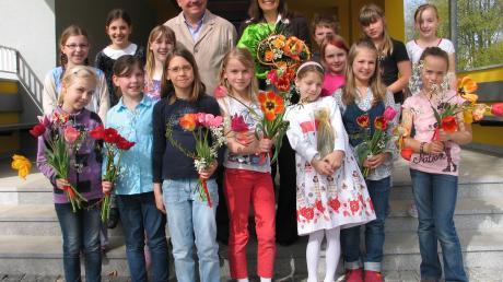 Die Kinder aus Tödtenried feierten ihre Rektorin Gudrun Strobel.