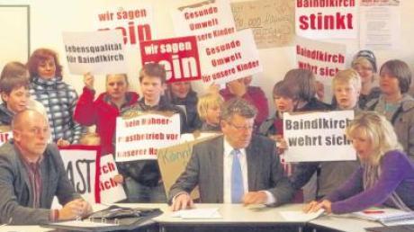 Unter ganz anderen Bedingungen als im Gemeinderat liefen jetzt im Rieder Bauausschuss die Beratungen über den Hühnermaststall südlich von Baindlkirch ab.