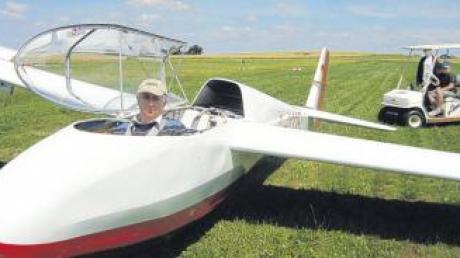 Manfred Kistler ist seit fast vier Jahrzehnten leidenschaftlicher Segelflieger und lädt in den Sommerferien wieder Schüler zu einem Schnuppernachmittag auf dem Segelfluggelände ein.