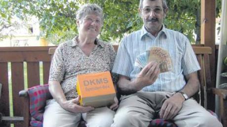Spenden für die DKMS statt Geschenken wünschte sich der Baarer Josef Schrettle, hier mit seiner Frau Theresia, zu seinem 70. Geburtstag. 1000 Euro kamen dabei zusammen.