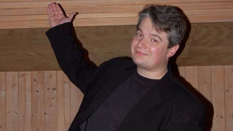 Tobias Peschanel ist Komponist, Dirigent, Sänger, Pianist und Kirchenmusiker mit Leib und Seele.