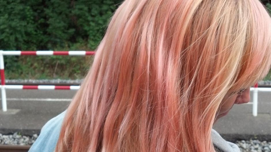 Friedberg Holi Festival Vier Verzweifelte Frauen Blonde Haare