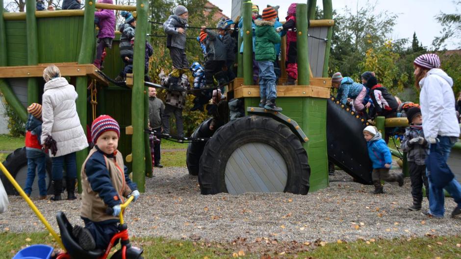 Klettergerüst Traktor : Luitpoldshöh: kinder erobern neuen klettertraktor nachrichten
