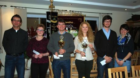 Siegerehrung beim Schnupfclub Tattenhausen-Ziegelbach: (von links) Martin Schlicker (3. Platz), Zenzi Lindemeyer (2. Platz Damen), Christian Bayr (1. Platz), Isabella Bayr (1. Platz Damen), Alexander Bayr (2. Platz) und Julia Greppmeir (3. Platz Damen).