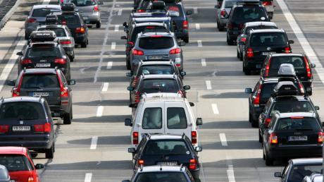 Die Fahrzeuge stauten sich auf einer Strecke von acht Kilometern.