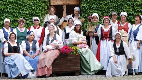 Die Friedberger Kräuterweiber singen zum Stadtjubiläum am Sonntag im Wittelsbacher Schloss.