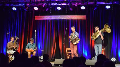 Kofelgschroa aus Oberammergau spielten zum Auftakt des Brettl-Festivals.