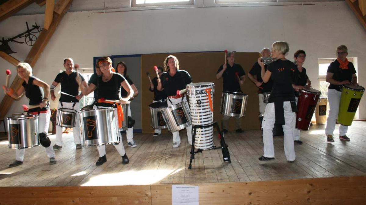 musik trommelgruppe auf neuen wegen nachrichten friedberg augsburger allgemeine. Black Bedroom Furniture Sets. Home Design Ideas