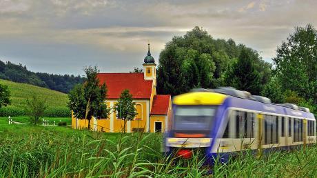 Die Bayerische Regiobahn stockt ihr Angebot auf der Paartalbahn, wie hier bei der Aukapelle (Obergriesbach), ab Montag wieder auf.