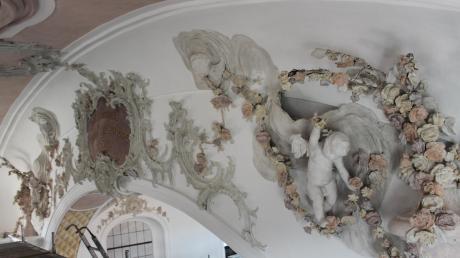 In mühevoller Kleinarbeit wurden die kunstvollen Fresken und Bilder mit ihren zahlreichen Details restauriert.