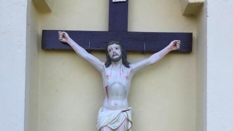 Dieses Eichenkreuz wurde von der Außenwand der Burgstallkapelle in Kissing gestohlen