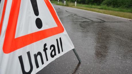 Nach einem Unfall auf der Autobahn 8 bei Sulzemoos musste die Straße komplett gesperrt werden.