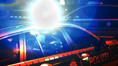 Unachtsamkeit bei einem Spurwechsel nennt die Polizei als Ursache eines Unfalls, in dessen Folge die Autobahn heute Früh stundenlang dicht war.