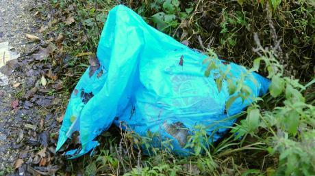 In Ottmaring warf ein Mann Müllsäcke in die Paar.