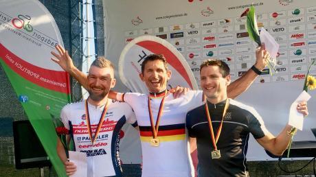 Der Odelzhauser Michael Teuber (Mitte) gewann bei der deutschen Meisterschaft der Paracycler im Einzelzeitfahren.
