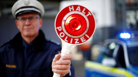 Bei einer Polizeikontrolle erwischen die Beamten einen Mann, der keinen gültigen Führerschein besitzt.