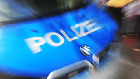 Die Polizei rückte im oberbayerischen Puchheim mit einem Großaufgebot an, weil ein Jugendlicher andere mit einer Schreckschusspistole bedroht hatte.