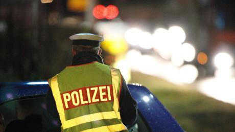 Bei einer nächtlichen Kontrolle auf der B2 bei Donauwörth ist ein Busfahrer ohne entsprechende Lizenz erwischt worden.