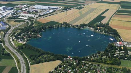 Unfallflucht am Friedberger See: Der Sachschaden liegt bei rund 2500 Euro.