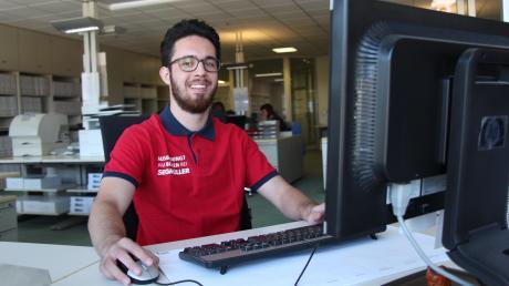 Der 20-jährige Martin Holz aus Untermeitingen macht eine Ausbildung als Kaufmann im E-Commerce bei Segmüller.